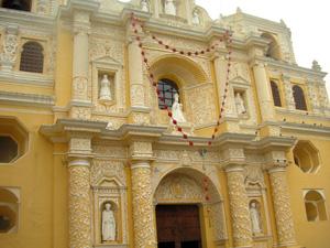 Barocke Kirchenfassade in Antigua