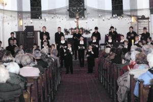 Konzert in einer voll besetzten Kirche