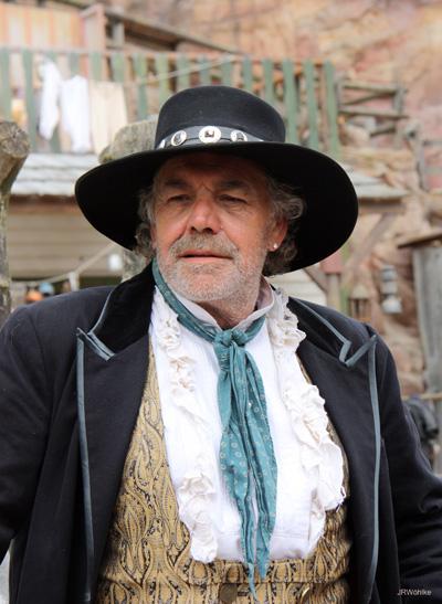 Christian Kohlund als Burton