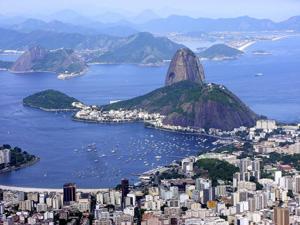 Postkartenblick vom Corcovado auf Stadtpanorama und Zuckerhut