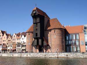 Das mächtige Krantor am Hafenkai gilt als Wahrzeichen Danzigs