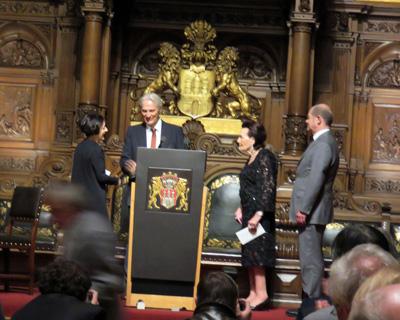 von links) Herta Müller, Gino Leineweber-Vorsitzender der Hamburger Autorenvereinigung e. V. ; Hannelore Greve; Erster Bürgermeister Olaf Scholz