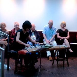 Miyoko Oshima, Mitglieder des Haiku-Kreises Wiesbaden (Foto: Maren Schönfeld)