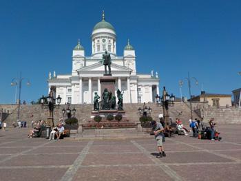 Dom mit dem Denkmal Zar Alexanders II.