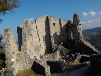 Die Burgruine von Canossa