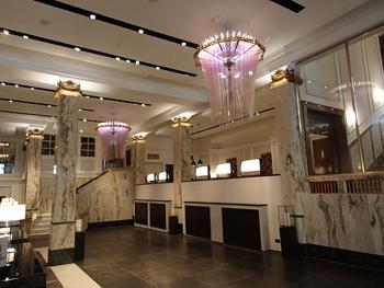 1.Historischer Art Déco-Stil und moderne Technik bilden ein harmonisches Ganzes in der Lobby