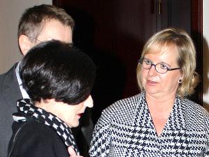 Sabine Witt (rechts) im Gespräch mit Herta Müller