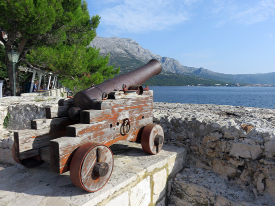 alte Mauern und alte Kanonen