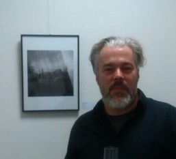 Malte Muthesius stellt doppelt belichtete, analoge Schwarz/Weiß-Fotografien. Foto: L. Hoffmann