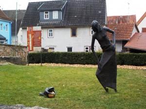 Der Froschkönig vor dem Brüder-Grimm-Haus in Steinau an der Straße