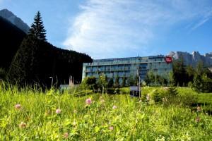 blumenwiese_und_festung_hotel_stadt_kufstein